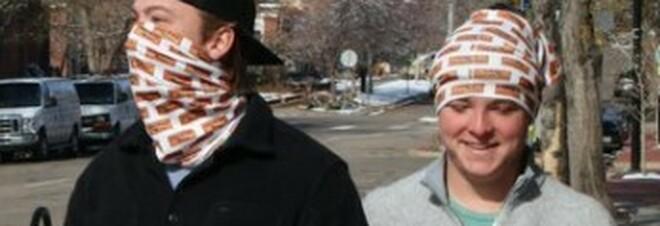 Covid, la moda (pericolosa) di bandane, stoffe e mascherine fai-da-te. Gli scienziati: «Non proteggono»