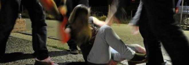 Violentarono in branco una 15enne: «Ora hanno capito, reato estinto»