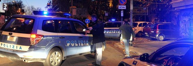 La poliziia controlla le strade di sera