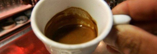Napoli, 50enne evade dai domiciliari per prendere un caffè al bar: arrestato