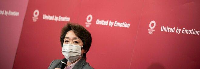 Tokyo 2020, primo contagio Covid alla staffetta della torcia olimpica: positivo un poliziotto