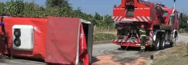 Choc a Torrecuso nel Sannio, si ribalta camion dei pompieri: 6 feriti