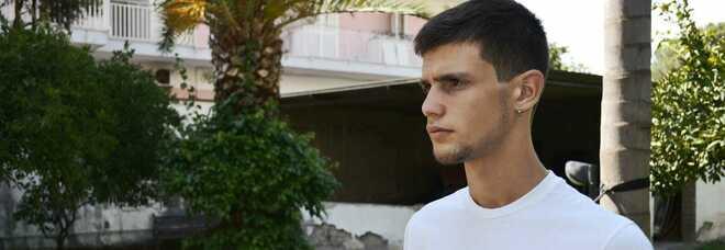 Omicidio a Casalnuovo, Simone inseguito e ucciso a 19 anni: studiava al tecnico e praticava arti marziali, i tre aggressori ripresi da una telecamera