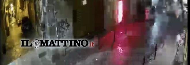Bomba da Sorbillo, filmato l'attentatore: il video esclusivo dell'esplosione