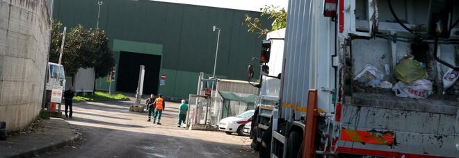 Napoli, sciopero alla Sapna: stop al conferimento dei rifiuti, impianti fermi
