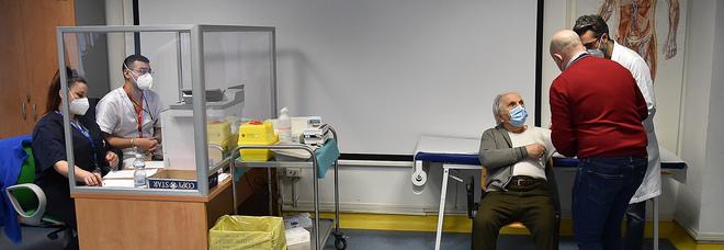 Vaccinazioni record a Salerno: l'Asl prima in Campania con 182mila dosi