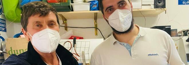 Gianni Morandi, la convalescenza prosegue: il cantante userà un tutore, ecco a cosa serve