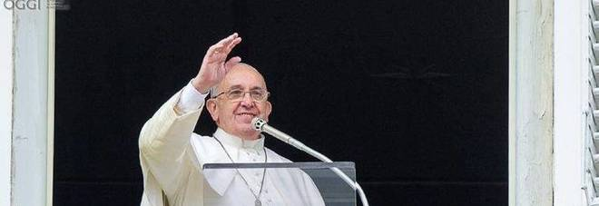 Papa Francesco lancia appello all'Europa: «Basta naufragi e tragedie nel Mediterraneo»