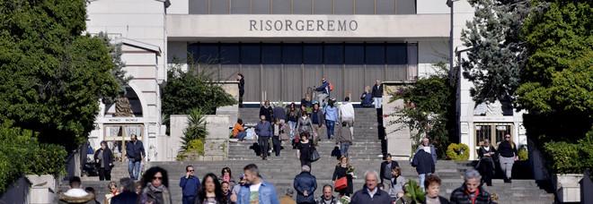 Napoli, allarme Eav: rischio stop per le luci votive nei cimiteri