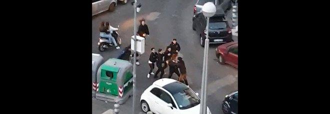 Napoli: maxi rissa tra ragazzini, panico davanti alla stazione del metrò Materdei