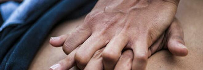 Anziano colto da infarto in strada nel Napoletano, salvato da due consiglieri comunali