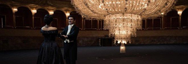 Il lampadario monumentale del Costanzi protagonista del film opera Traviata, regia di Martone