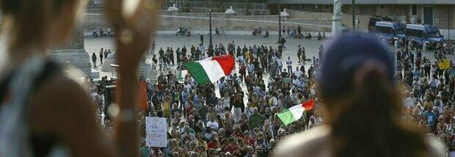 """No vax violenti, dalla """"guerriera"""" di Padova alle donne """"arrabbiate"""": chi sono gli attivisti nelle chat di odio"""