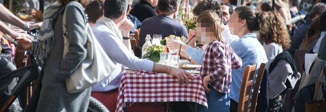 Ristoranti aperti a cena, da Bonaccini a Patuanelli crescono i consensi: «Pronti a ripartire»