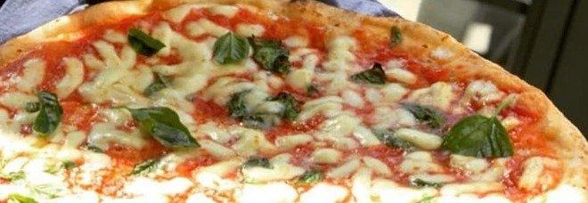Napoli, che voglia di pizze: nel primo giorno di delivery sfornate in 60mila
