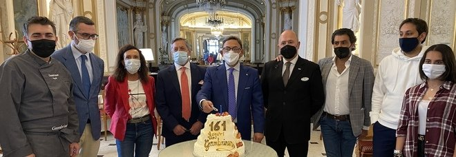 Napoli, buon compleanno Gran Caffè Gambrinus: festa in famiglia per il 161 anni