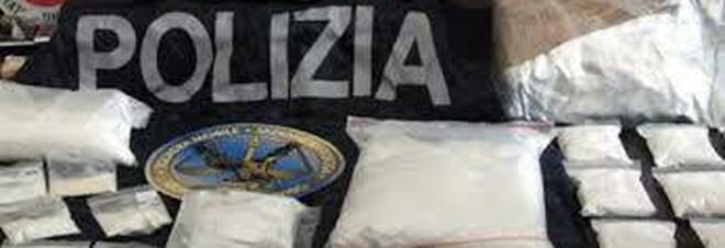 Cocaina, marijuana e hashish nel mobile della cucina: arrestato a Napoli