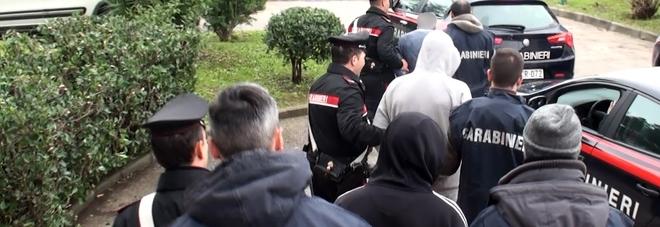 Rapina al gioielliere nel Napoletano, c'è la svolta: presi tre componenti della banda, uno è ferito