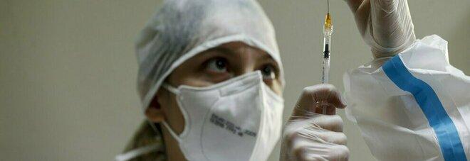 Vaccini, dal 10 maggio l'Italia potrebbe salire a 600.000 iniezioni al giorno