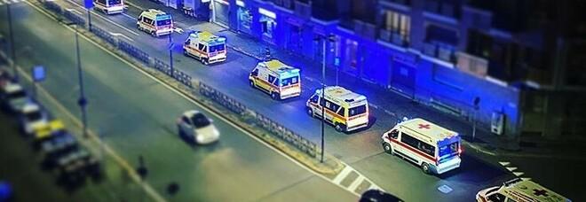 Covid, a Torino decine di ambulanze in coda a corso Dante: la foto fa il giro del web. E da domani Piemonte zona rossa