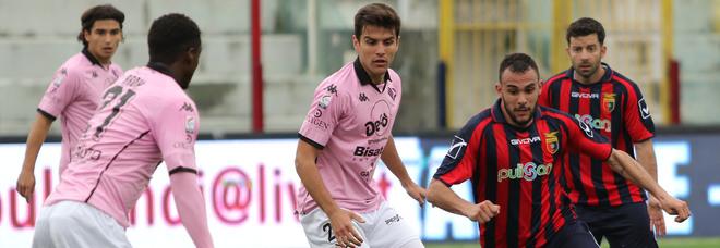 Casertana-Palermo 2-3, il ciclone Lucca si abbatte sul Pinto