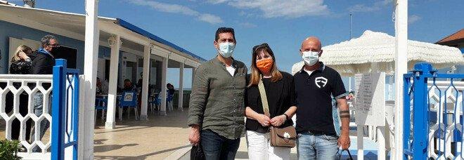 Abruzzo, un giorno con il generale anti-virus sotto l'ombrellone: Figliuolo a Silvi