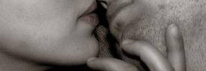 Giovani si baciano in strada nella notte: la denuncia (con arresto) diventa una multa