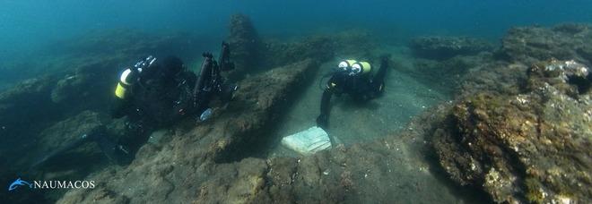 frammento di colonna rinvenuto nel Portus Julius