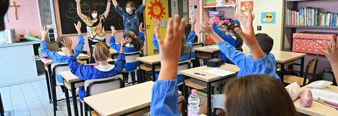 Mascherine in classe per tutto l'anno, gli esperti divisi: «Tutto l'anno». «Via a primavera»