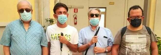 Napoli, manifestazione dei non vedenti: primo sit-in della protesta itinerante