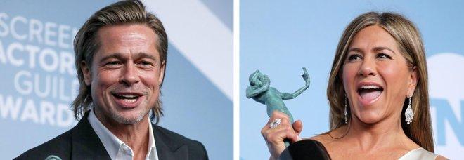 Brad Pitt e Jennifer Aniston, ritorno di fiamma? Le foto delle effusioni ai Sag Awards sono virali