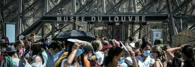 Francia, stop a mascherine all'aperto e fine del coprifuoco
