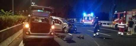 Schianto sul Gra nella notte: auto contro moto, morti due ventenni
