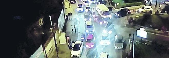 Movida a Napoli, scattano i controlli nella notte: due locali chiusi a Bagnoli
