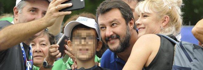 Pontida, diretta. Salvini: «Questa Italia vincerà. Mai con la sinistra, mai con il Pd ». Aggredito videomaker