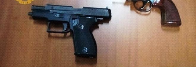 Napoli, due 18enni fermati con le pistole in corso Umberto e arrestati