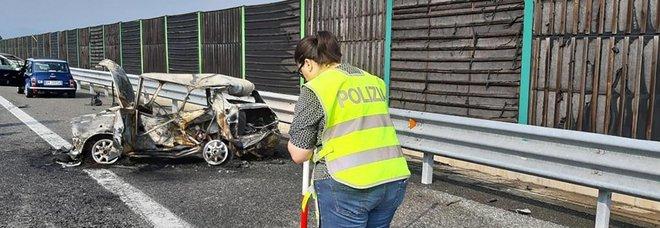 Mini d'epoca si incendia su Torino-Pinerolo, morti padre e figlioletta: andavano a un raduno