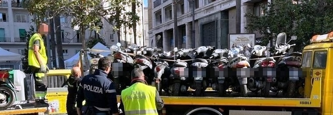 Napoli, controlli ai Quartieri Spagnoli: sequestrati 33 motorini senza assicurazione