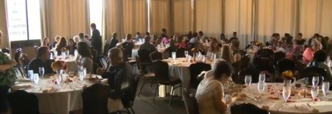 Matrimonio In Extremis : Il matrimonio salta il pranzo di nozze diventa una festa per i