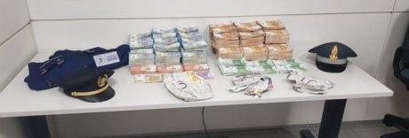 Donna fermata in aeroporto con 790mila euro in contanti