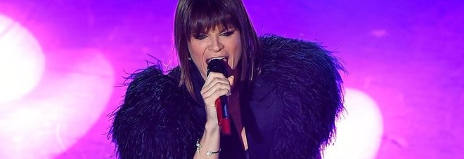 C'è Posta per Te, Alessandra Amoroso interrompe l'esibizione e scoppia a piangere