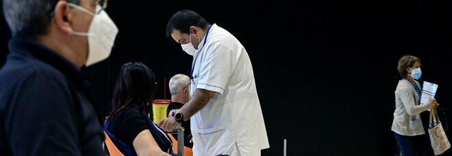 La società italiana che studia le trombosi: «Ecco come gestire i possibili eventi, ma vaccinatevi: è il Covid ad aumentare i rischi»