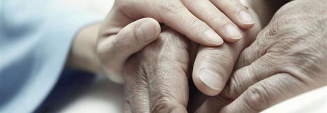 Suicidio assistito, l'Alta corte in Gb: «Decideranno i medici di famiglia»