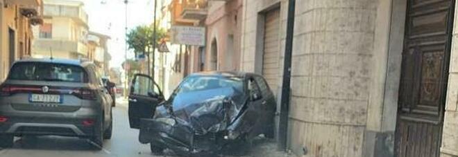 Incidente a Mondragone: panettiere si schianta contro negozio
