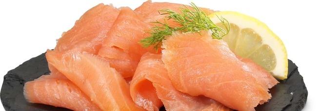 Salmone affumicato a rischio Listeria: ritirato il lotto di una nota marca
