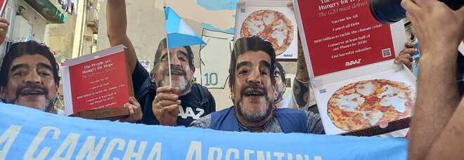 Maschere di Maradona e pizze: la protesta napoletana anti-G20