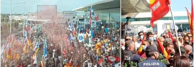 Alitalia, scontri tra manifestanti e polizia a Fiumicino: bloccati l'autostrada e l'accesso in aeroporto