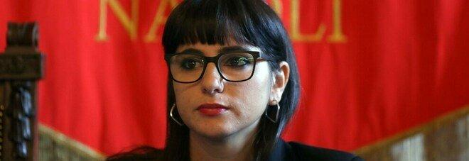Napoli, denunciata l'assessore De Majo: blitz in casa, trovati sette lacrimogeni