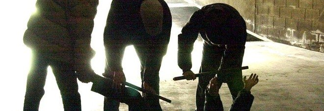 La gang di Casal Palocco, raid contro due stranieri. «Insultati, sequestrati e pestati»