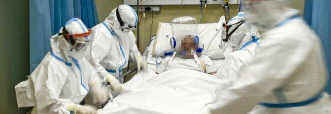 Covid, a Napoli mille sanitari in ospedale senza vaccino: «Rischio per i pazienti ricoverati»